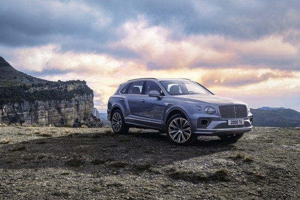 Богатым нужны новые игрушки: рекордные продажи Bentley