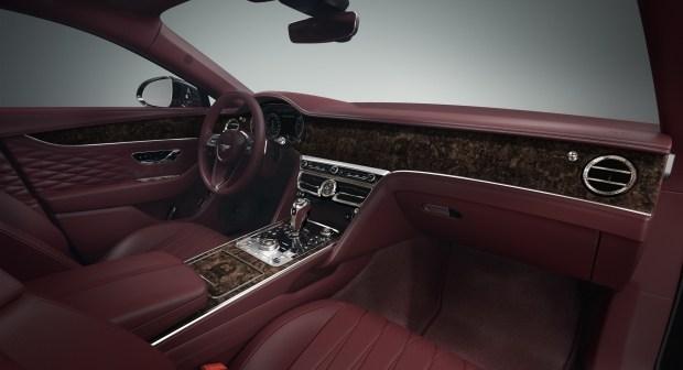 Bentley Flying Spur скромно обновился