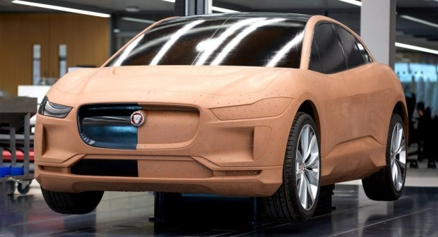 Погоня за BMW и Mercedes окончена - Jaguar проиграл...