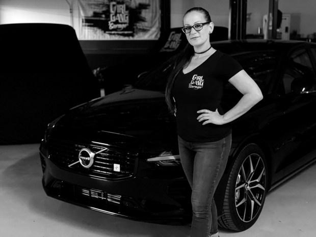 Volvo превратит старое купе Volvo PV544 в электрокар при помощи женщин