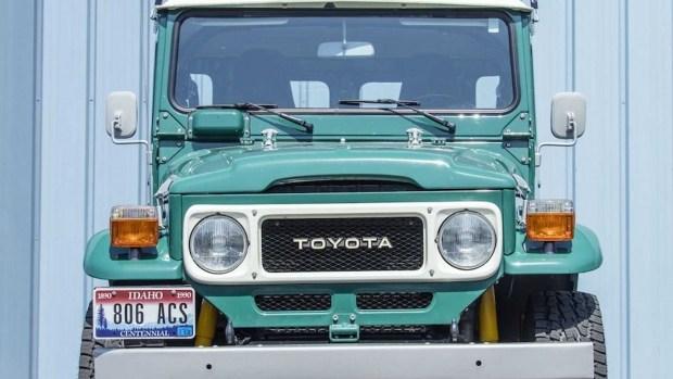 Такая только у Тома Хэнкса: голливудский актер продает свой Land Cruiser