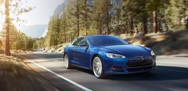 Tesla представила «бюджетный» электрокар с полным приводом