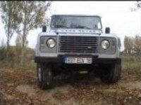 Land Rover 110 Station Wagon в бою